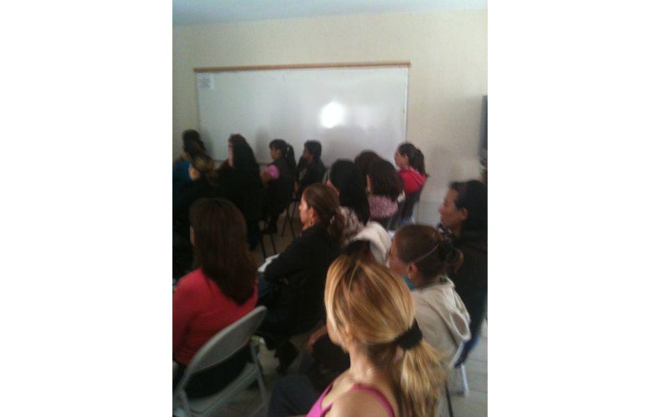 Curso gratuito a la casa de apoyo de la mujer en leon