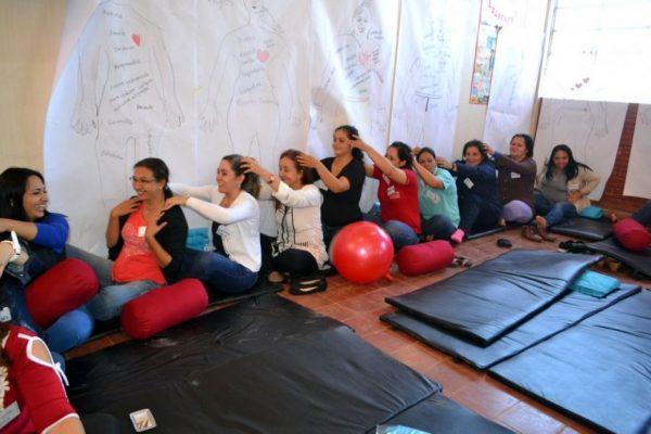 Isha Judd utilizan la meditacion la relajacion para luego ensenar sin stress