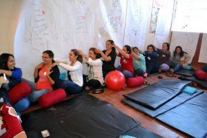 Isha-utilizan-la-meditacion-la-relajacion-para-luego-ensenar-sin-stress