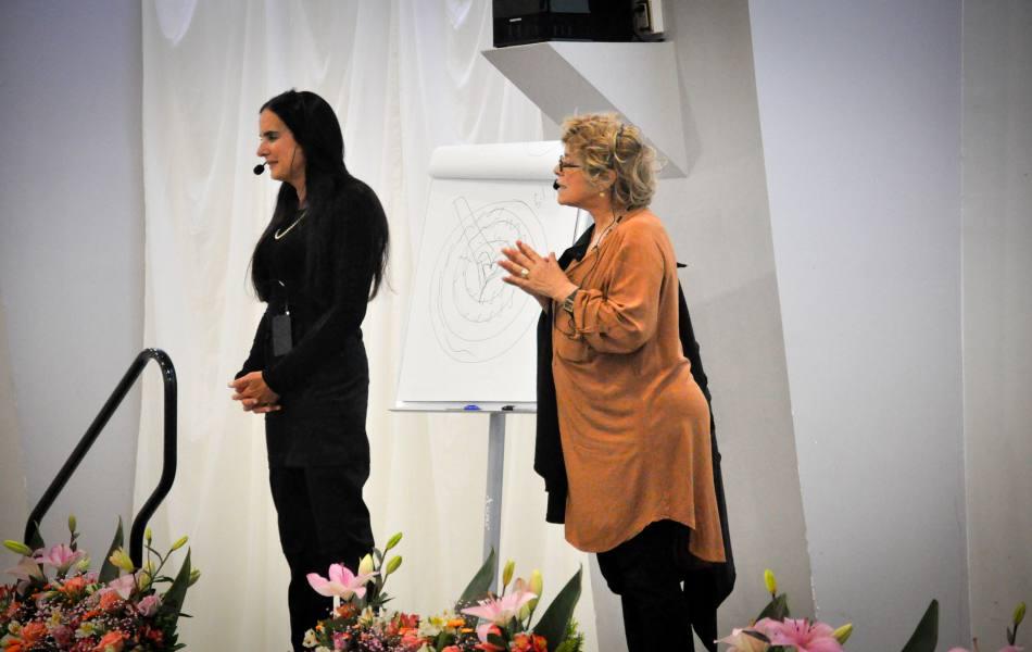 Embajadora de la paz arriba a Paraguay para ofrecer seminario